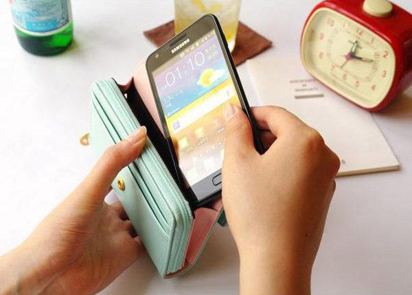 Menší dámská peněženka s úschovnou mobilu