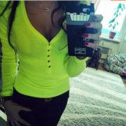 Dámské tričko s výstřihem na zapínání - žlutá