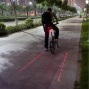 Zadní světlo s laserem na kolo